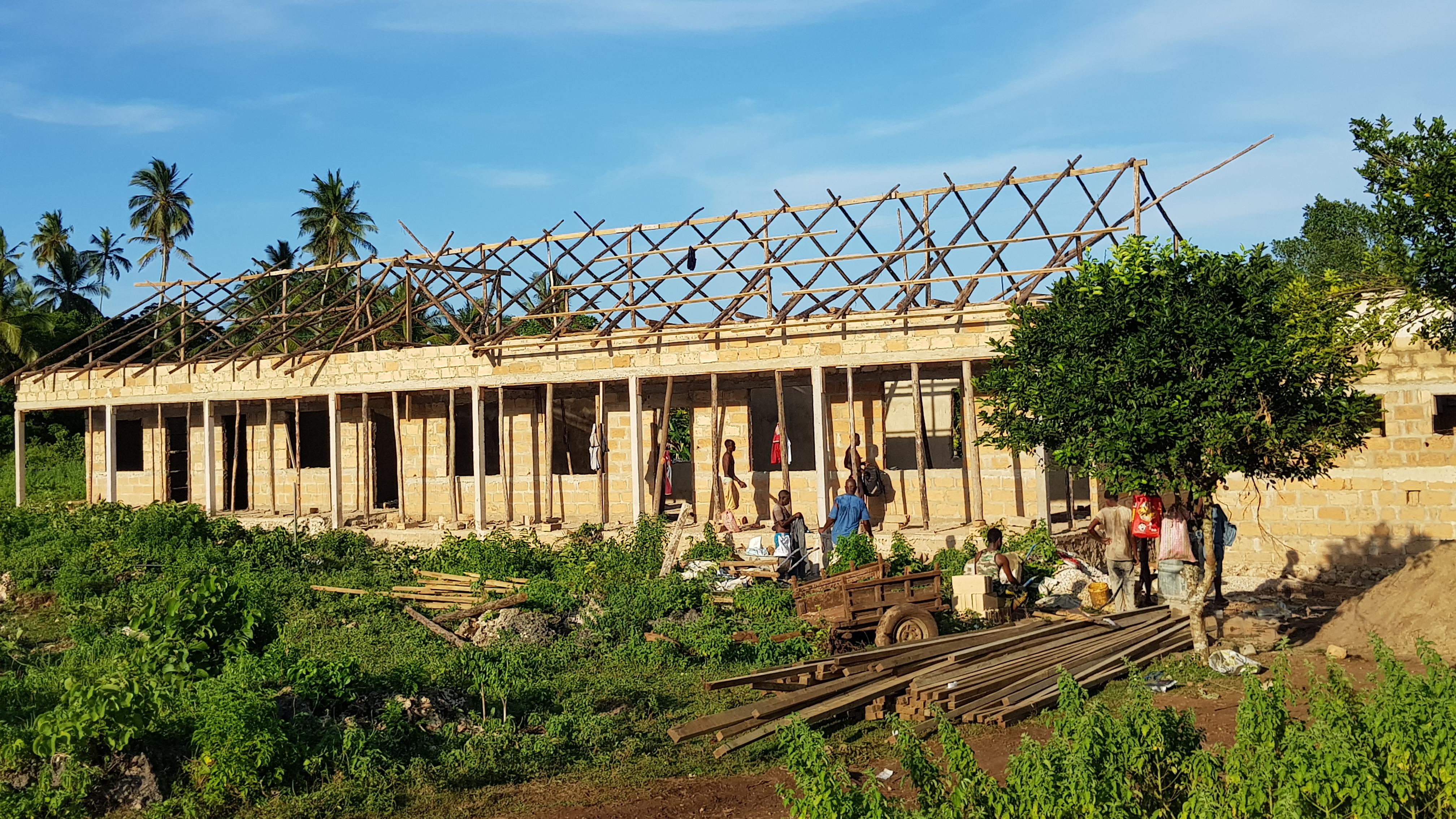200317_05 지붕작업.jpg
