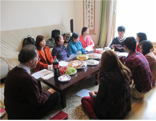 베트남 다문화가정 식구들 초대하여 가정모임.png